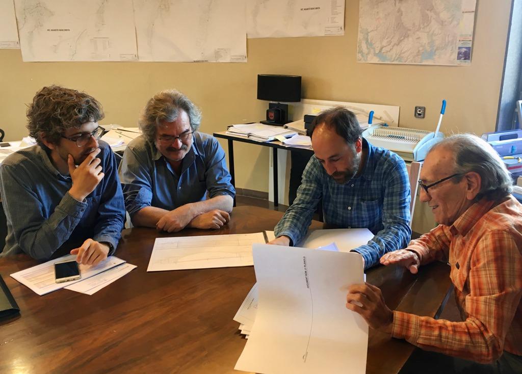 Reunió entrega projecte nou accés a l'Esquirol