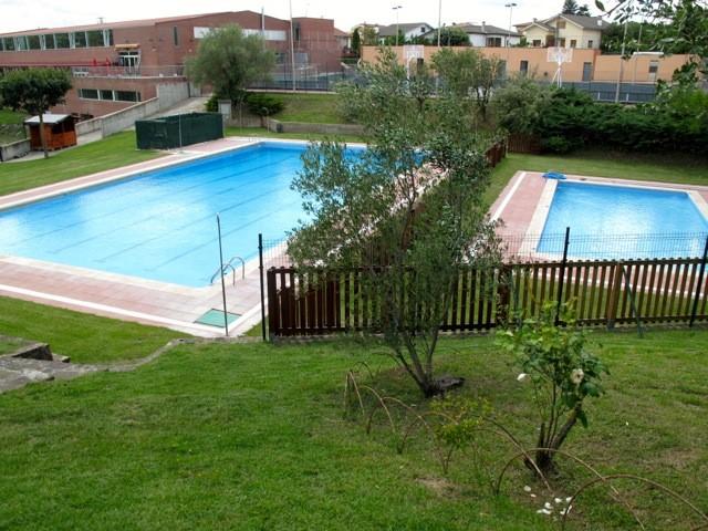 Obertura piscines municipals de l 39 esquirol ajuntament de for Piscines municipals girona